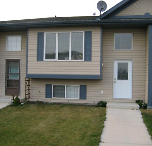3 bedroom home for rent in Strathmore