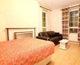 Double Bed in Rooms to rent in 4-bedroom flatshare in Whitechapel, London