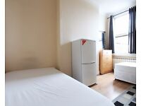 Twin Beds in Rooms to rent in 7-bedroom houseshare with garden in Harringay