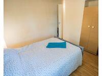 Rooms for rent in 4-bedroom flatshare in Belsize Park