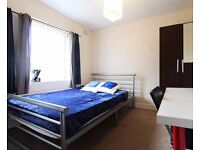 Double Bed in Rooms for rent in 5-bedroom houseshare with garden in Kensal Green