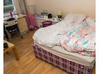 Sunny room for women in 3-bedroom flat in Westminster City