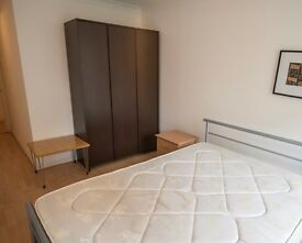 Rooms to rent in comfortable 3-bedroom flat with balcony in multicultural Bethnal Green
