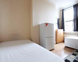 Rooms to rent in 7-bedroom houseshare with garden in Harringay