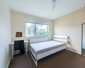 Double Bed in Spacious rooms to rent in 5-bedroom flatshare near park - Tower Hamlets