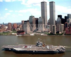 USS JOHN F. KENNEDY WITH WORLD TRADE CENTER IN BACKGROUND - 8X10 PHOTO (ZZ-606)