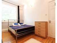 Double Bed in Rooms to rent in 5-bedroom houseshare with balcony in Fulham