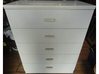 GOOD CONDITION, A NICE WHITE EFFECT CHEST OF 5 (Does have scuff marks on top front edge)