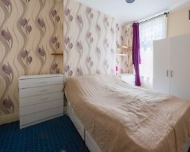 Double Bed in Rooms to rent in big 6-bedroom houseshare with terrace in Finsbury Park