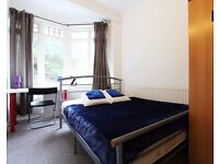 Double Bed in Spacious and bright rooms to rent in 7-bedroom house near Brent Cross Station