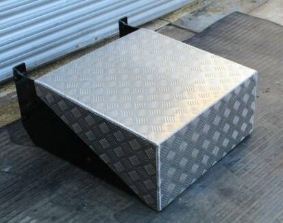 WESTERN STAR BATTERY BOX / TOOLBOX