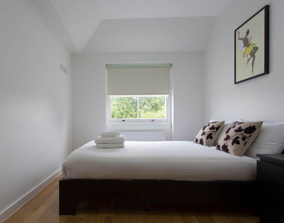 1 bedroom flat in Princes Square, Bayswater