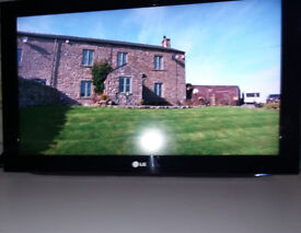 LG 32 inch TV Model No.32LD490 with remote