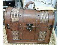 Wooden treasure chest. Wendle