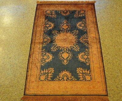 Traditional Styling Silk Sarouk Midnight Blue - Antiqued Gold Handmade Rug (Sarouk Gold Area Rugs)