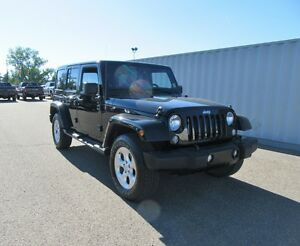 2014 Jeep Wrangler Unlimited SAHARA w/ NAV, HEATED SEATS