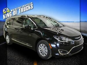 2017 Chrysler Pacifica Touring-L | NAV | Heated Leather | Slidin