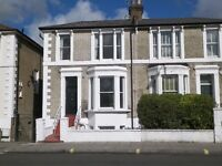4 bedroom house in Fulham Road, Fulham, London, SW6-5SH (4 bed) £2,600pm = £600pw.
