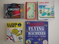 Games in new condition + nearly new : travel monopoly, forensics, kitchen science, stars & planets