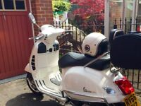 White Vespa 125 GTS Super Immaculate condition hardly used 2016