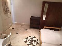 Nice and cosy Large double room in Walthamstow central bills are included