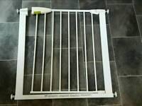 Lindam doorway baby gate, pressure fit