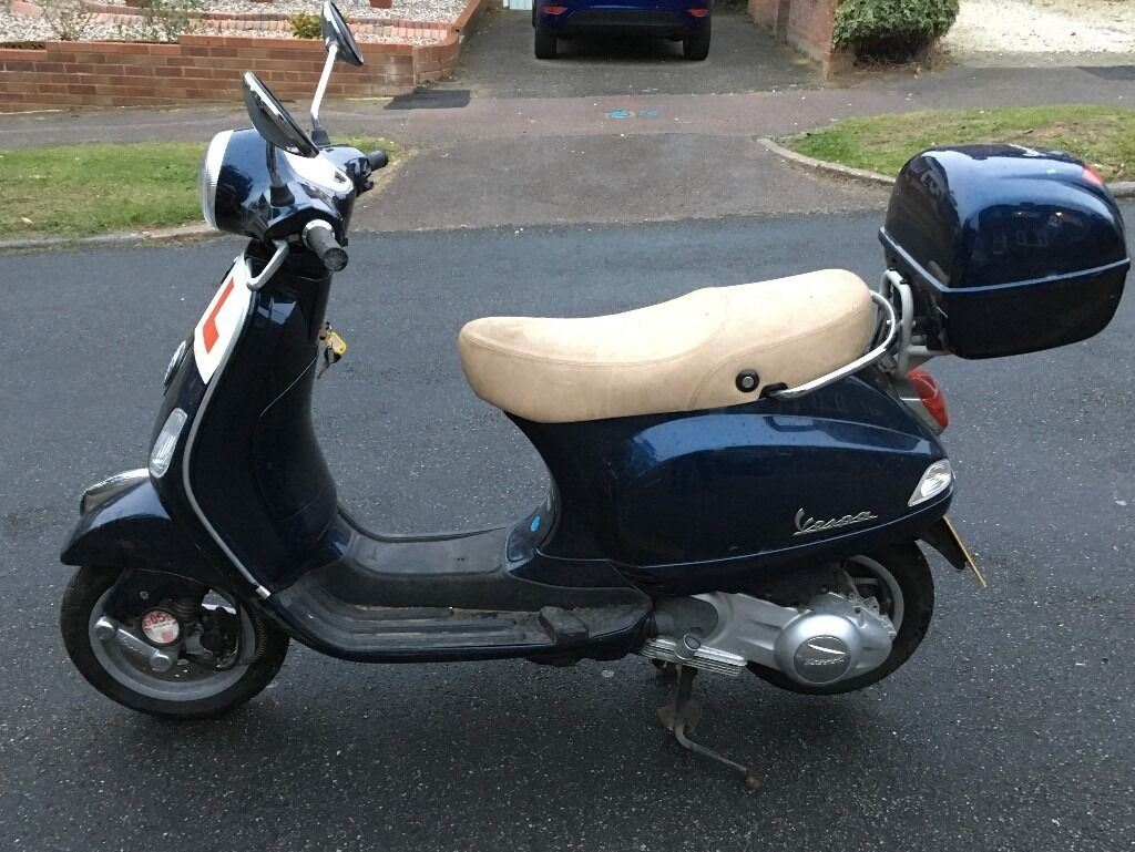 vespa 125cc moped motorbike automatic piaggio scooter great road legal motor bike not 50cc moped. Black Bedroom Furniture Sets. Home Design Ideas