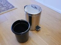 Bathroom bin, chrome, clean and very good condition