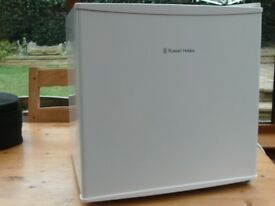 Russell Hobbs RHTTLF1 45L table top fridge