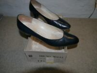 Bruno Magli navy blue mid-heel court shoes size 5