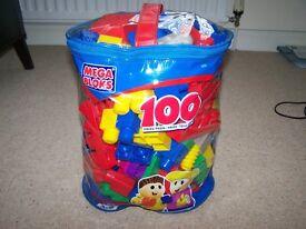 100 MegaBlok pieces