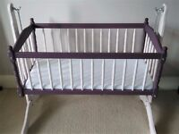 Lovely swinging crib in excellent condition