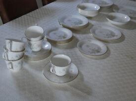 Royal Doulton FLIRTATION fine bone china dinner service 36 pieces - excellent