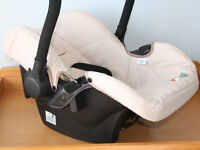 Hauck Lifesaver Zero Plus Universal CAR SEAT (0-28 lb;birth to 12 months approx). In good condition