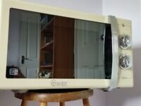 Microwave Swan Retro Model SM22070 Cream 900W