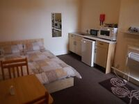 Spacious bedsitting room, Bournemouth - All bills included
