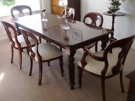 Dining table & 6 Chairs. Victorian style