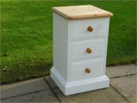 Pine chest of drawers – all solid - Super quality – Super Condition. Paper Linen chalk paint finish