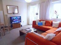 Short term Room for Fe mal e only flat. inc. bills, Internet, TV in room Zone 1 is 5 mins walk tube