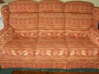 BEAUTIFUL PARKER KNOLL SOFA SHADES OF PINK