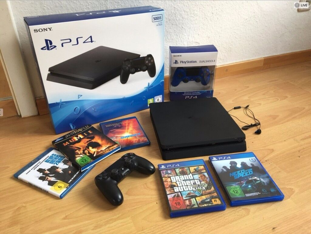 Playstation 4 (PS4) 500GB - boxed - 2 controllers - GTA5 - Need for Speed - 3 BluRay Movies