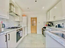 Modern 3 Bed House In Tooting Broadway, SW17