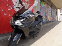 2012 YP400 Yamaha Majesty 400cc executive luxury maxi scooter in black/dark charcoal pearl finish