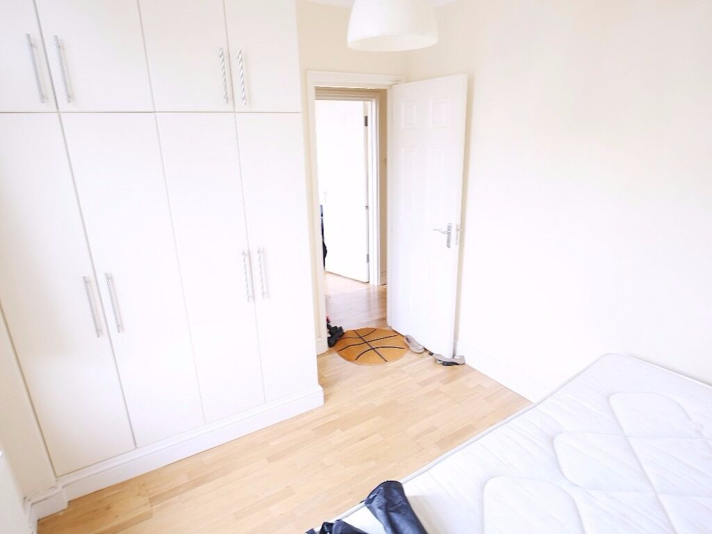 A VERY LARGE 1 BEDROOM APARTMENT ON CAMDEN ROAD