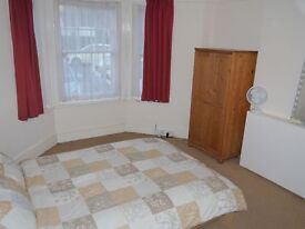 Spacious room in friendly professional house share - All bills + WiFi included
