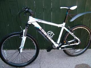 carrera valour mountain bike in showroom condition