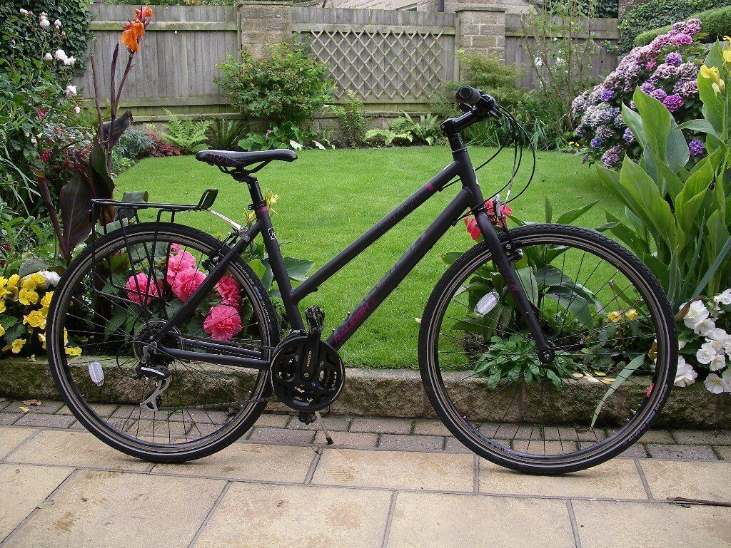 Women's Raleigh Strada 2 bicycle only ridden twice