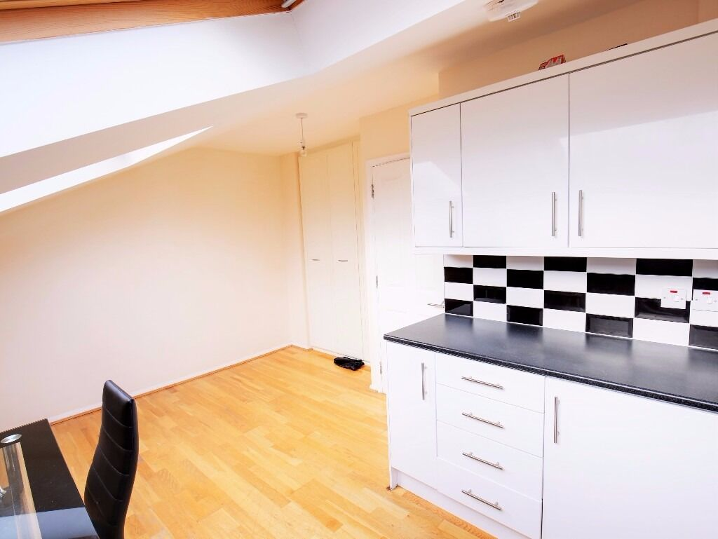 NEW BUILD 1 BED FLAT JUST OFF HOLLOWAY ROAD - 280£ PW