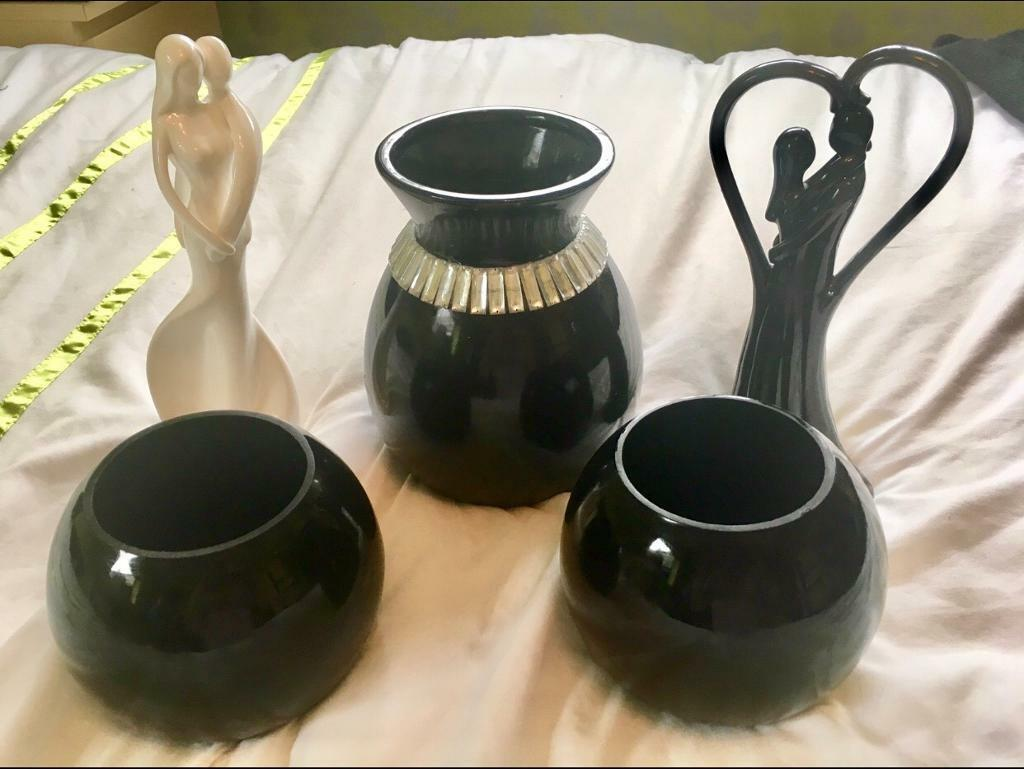 Ornaments / vases