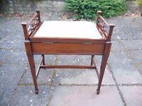 Traditional piano stool
